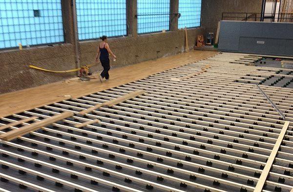 Holzunterkonstruktion für einen flächenelastischen Sportboden