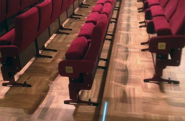 Theater und Festsaalboden in Doussie Stabparkett