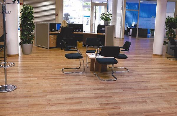 Bürofussboden verlegt mit Designbelag